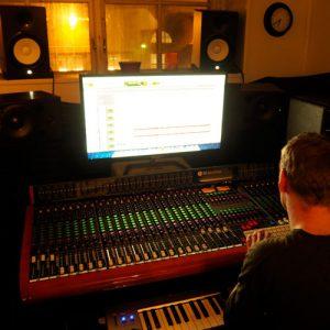 Per i Studio Fonic vid mixerbordet