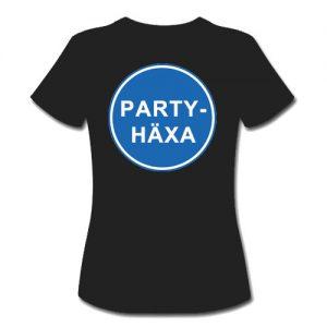 T-shirt dam-modell med ca 18 cm stor logga Påbudsskylt Partyhäxa baktill på ryggen.