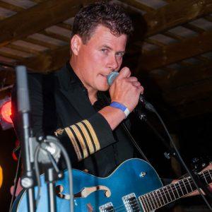 Peter Svensson i bandet Kapten Fri